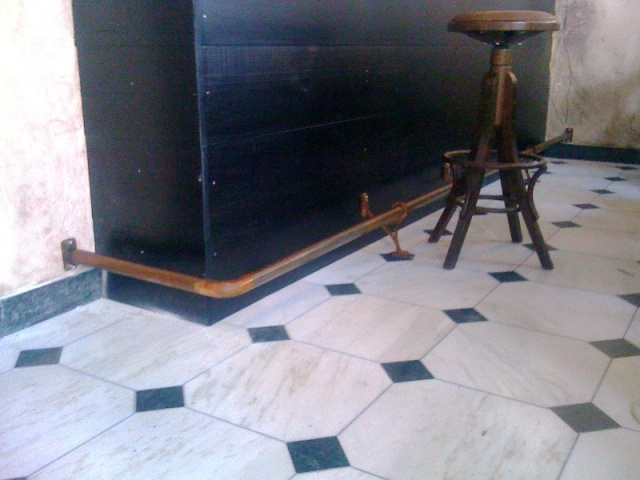 Μεταλλικές κατασκευές σε μπαρ